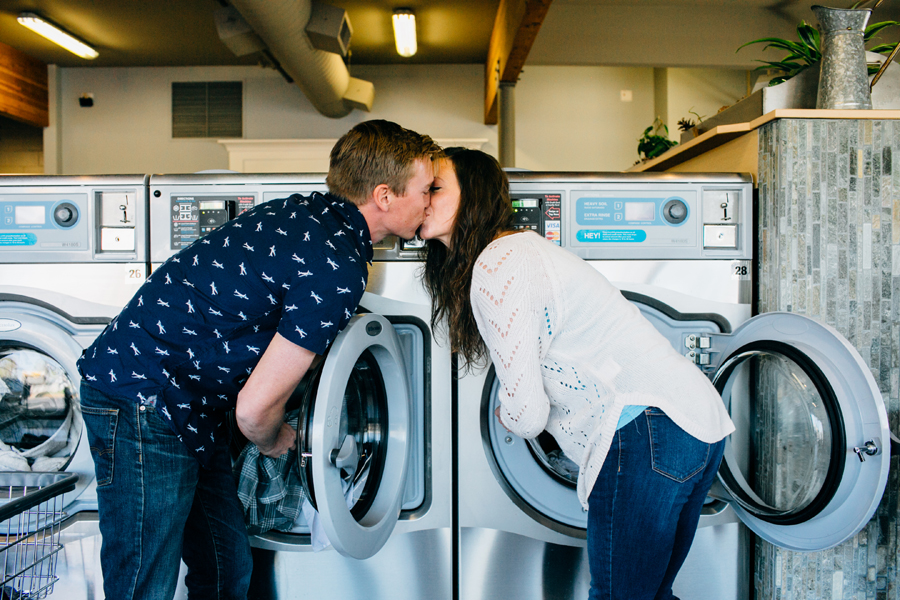 006-bellingham-engagement-lifestyle-photographer-photo-brio-laundromat.jpg