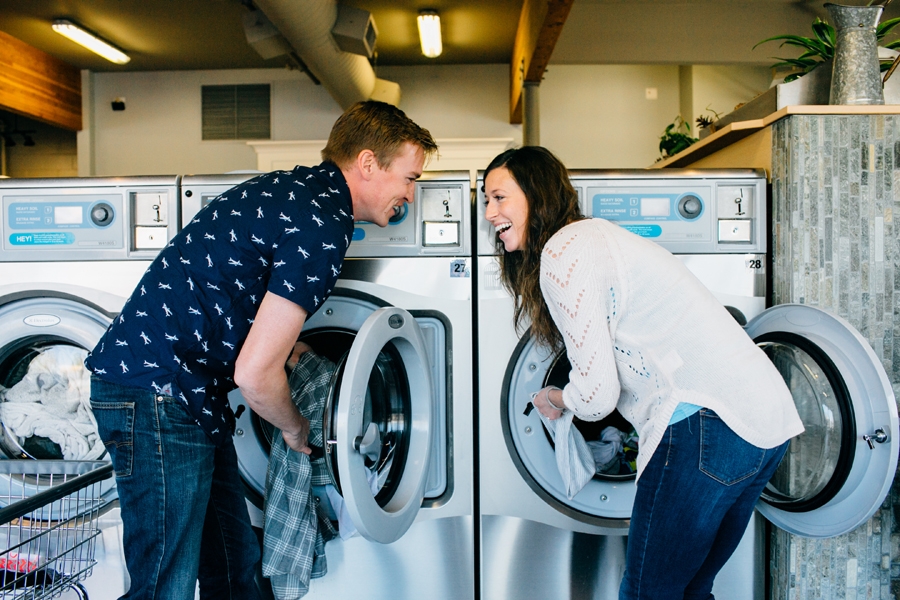 005-bellingham-engagement-lifestyle-photographer-photo-brio-laundromat.jpg