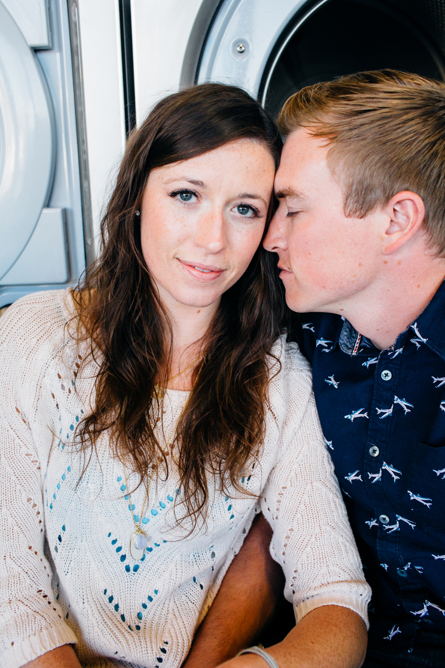 009-bellingham-engagement-lifestyle-photographer-photo-brio-laundromat.jpg