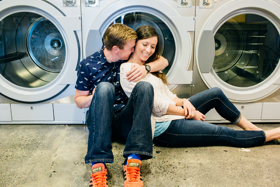 012-bellingham-engagement-lifestyle-photographer-photo-brio-laundromat.jpg