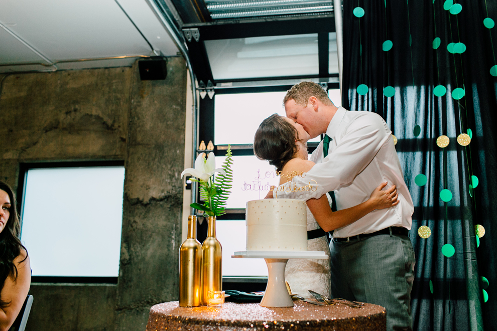 080-fremont-foundry-seattle-wedding-katheryn-moran-photography-anthony-kaitlin.jpg