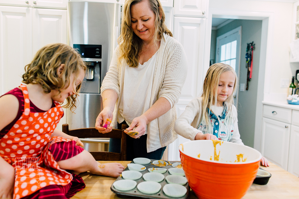 016-bellingham-family-lifestyle-photographer-katheryn-moran-kitchen-baking-pippin.jpg