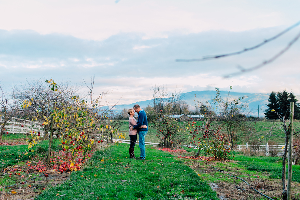 005-bellingham-everson-seattle-engagement-photographer-katheryn-moran-courtney-scott.jpg