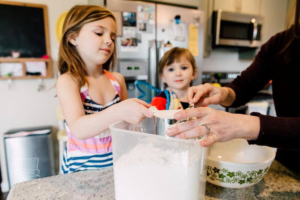 bellingham-lifestyle-photographer-katheryn-moran-mother-daughter-baking-spencer-5.jpg