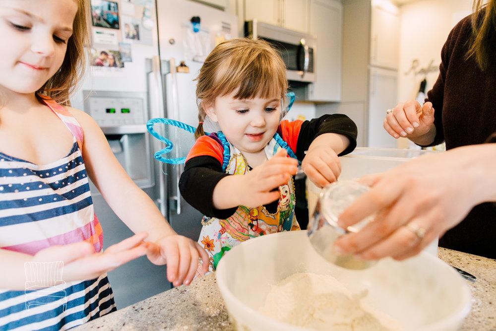 bellingham-lifestyle-photographer-katheryn-moran-mother-daughter-baking-spencer-12.jpg