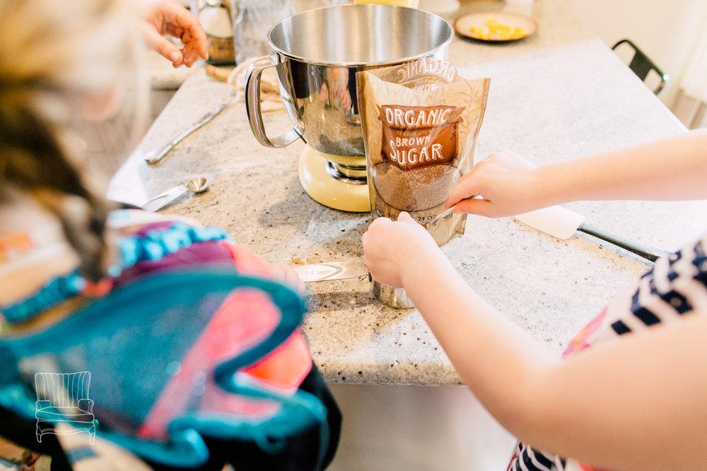 bellingham-lifestyle-photographer-katheryn-moran-mother-daughter-baking-spencer-20.jpg