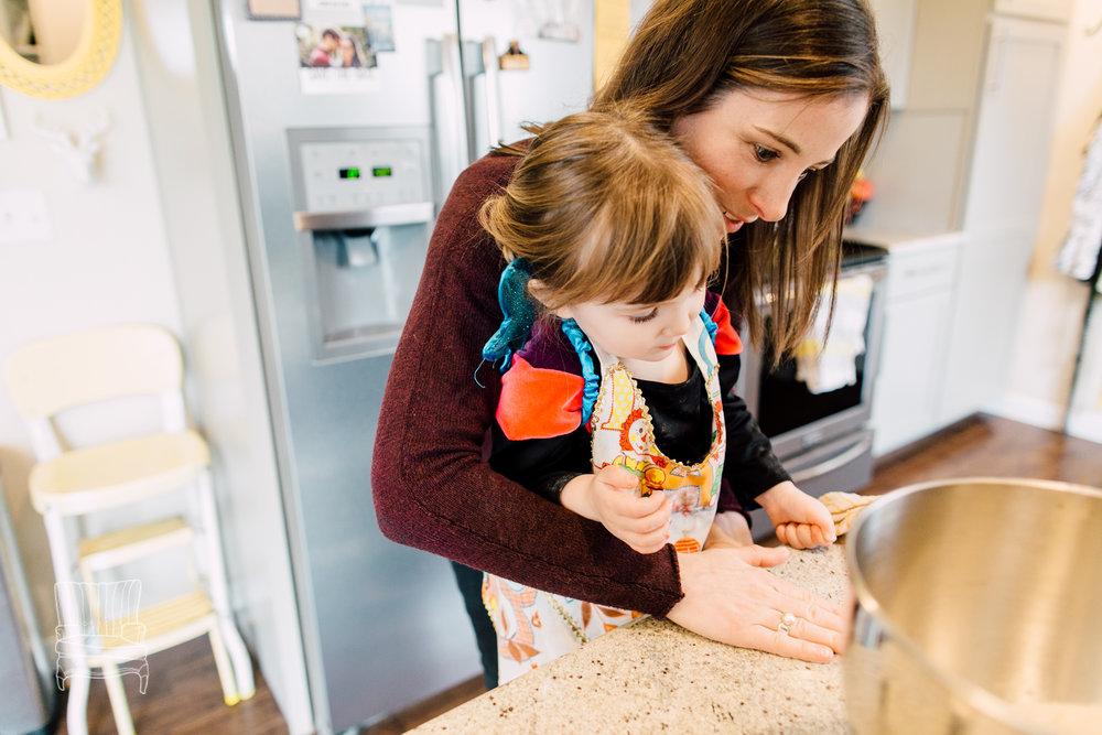 bellingham-lifestyle-photographer-katheryn-moran-mother-daughter-baking-spencer-27.jpg