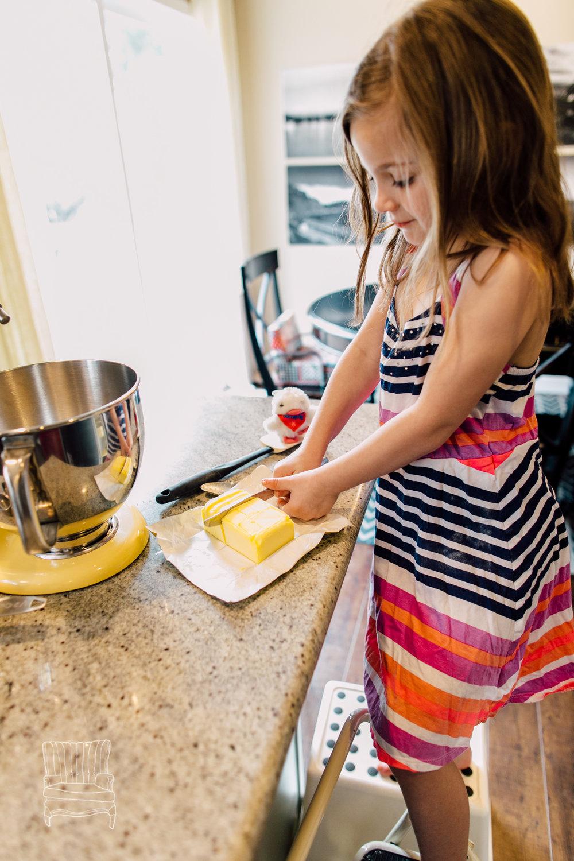 bellingham-lifestyle-photographer-katheryn-moran-mother-daughter-baking-spencer-29.jpg