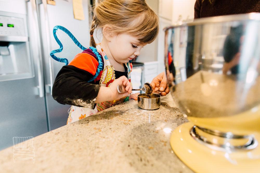 bellingham-lifestyle-photographer-katheryn-moran-mother-daughter-baking-spencer-21.jpg