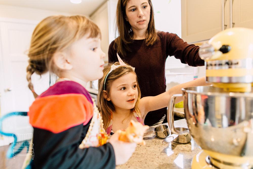 bellingham-lifestyle-photographer-katheryn-moran-mother-daughter-baking-spencer-34.jpg