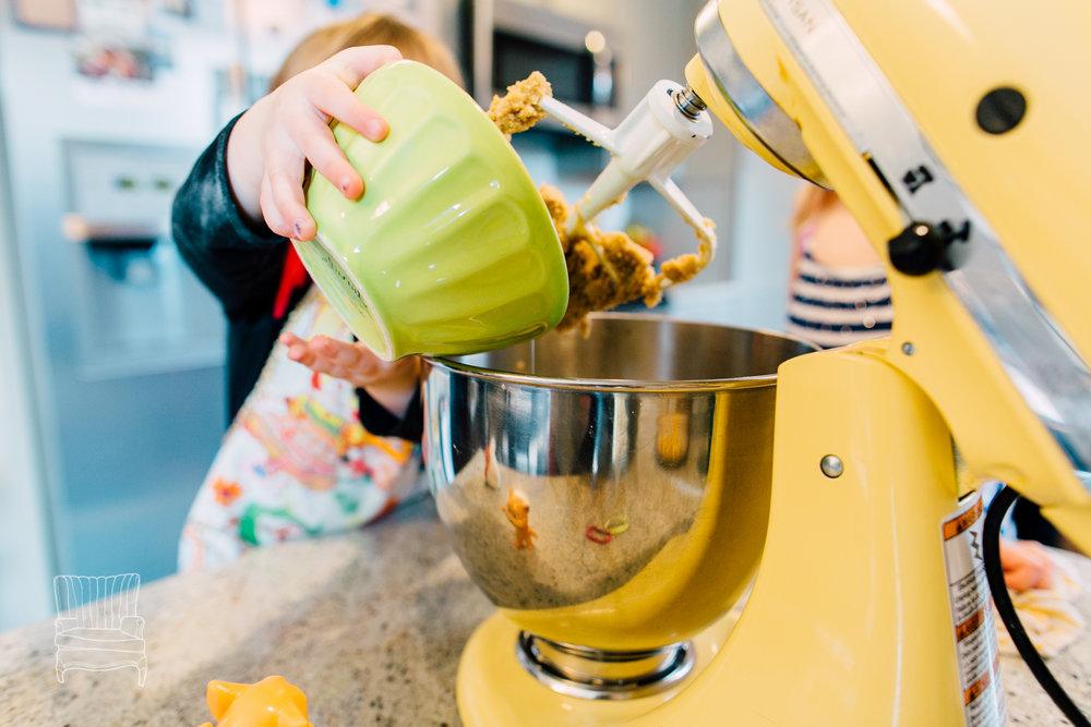 bellingham-lifestyle-photographer-katheryn-moran-mother-daughter-baking-spencer-52.jpg