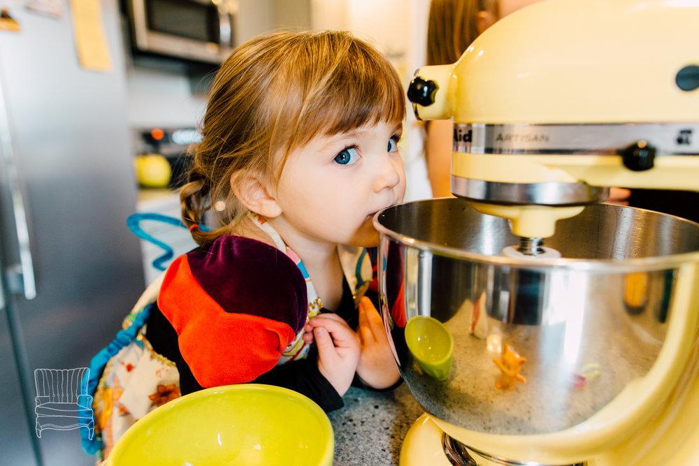 bellingham-lifestyle-photographer-katheryn-moran-mother-daughter-baking-spencer-57.jpg