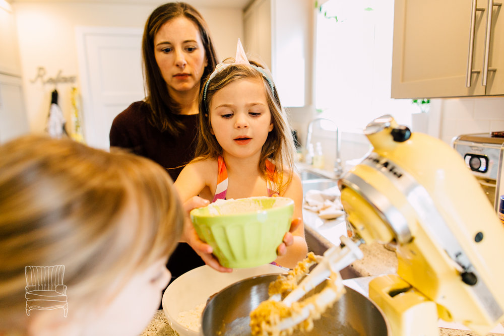 bellingham-lifestyle-photographer-katheryn-moran-mother-daughter-baking-spencer-60.jpg