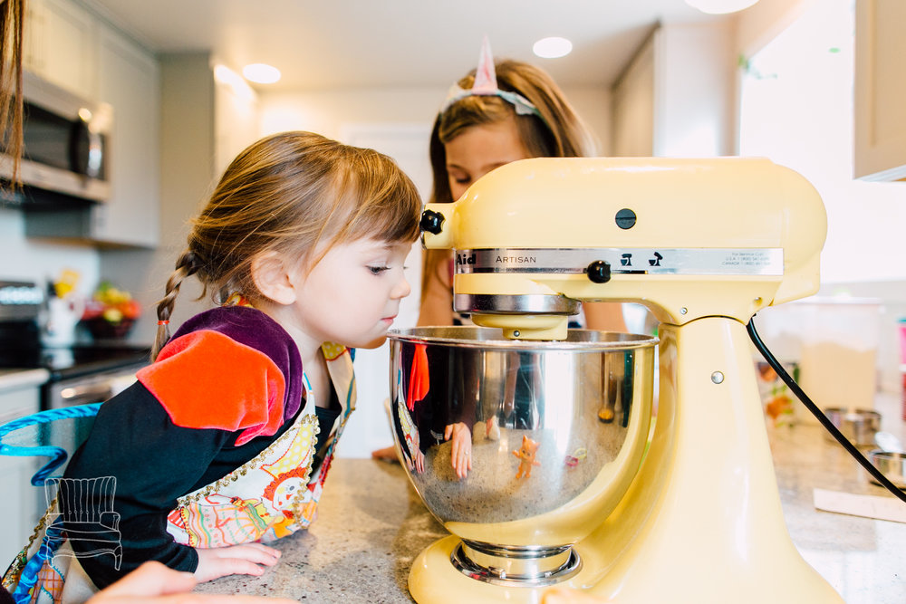 bellingham-lifestyle-photographer-katheryn-moran-mother-daughter-baking-spencer-64.jpg