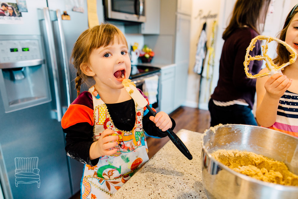 bellingham-lifestyle-photographer-katheryn-moran-mother-daughter-baking-spencer-76.jpg