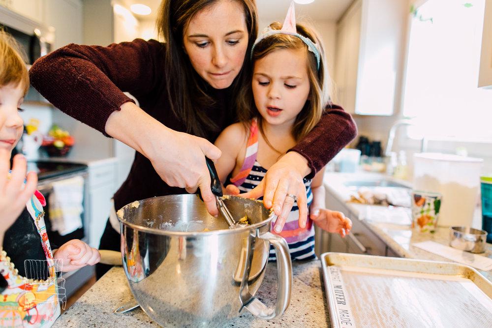 bellingham-lifestyle-photographer-katheryn-moran-mother-daughter-baking-spencer-90.jpg