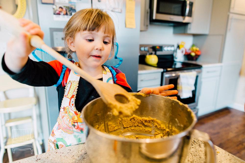bellingham-lifestyle-photographer-katheryn-moran-mother-daughter-baking-spencer-88.jpg