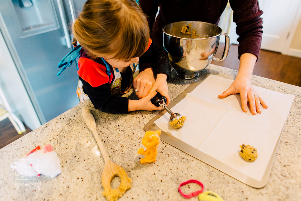 bellingham-lifestyle-photographer-katheryn-moran-mother-daughter-baking-spencer-96.jpg