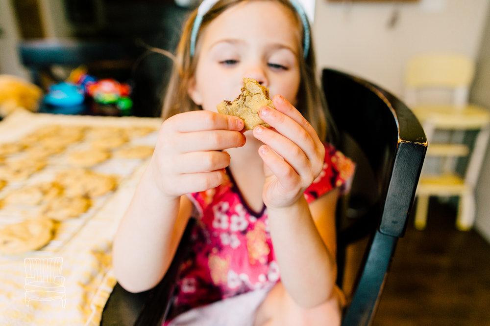 bellingham-lifestyle-photographer-katheryn-moran-mother-daughter-baking-spencer-113.jpg