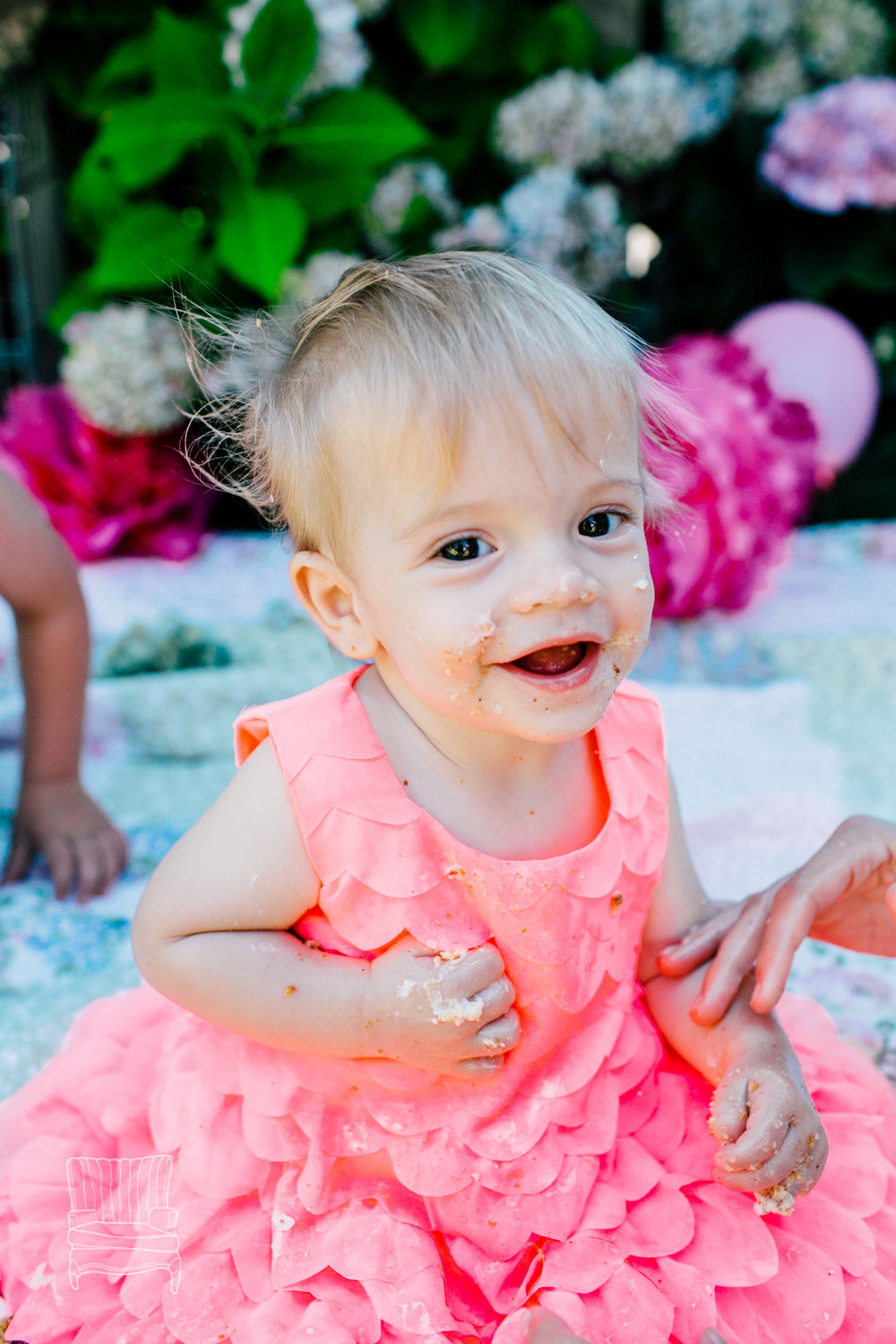 one-year-cake-smash-bellingham-romy-2016-4.jpg