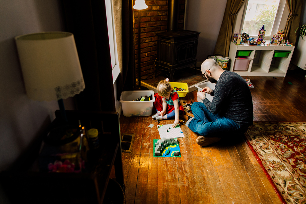 010-bellingham-lifestyle-photographer-katheryn-moran-lego-building-in-home-session.jpg