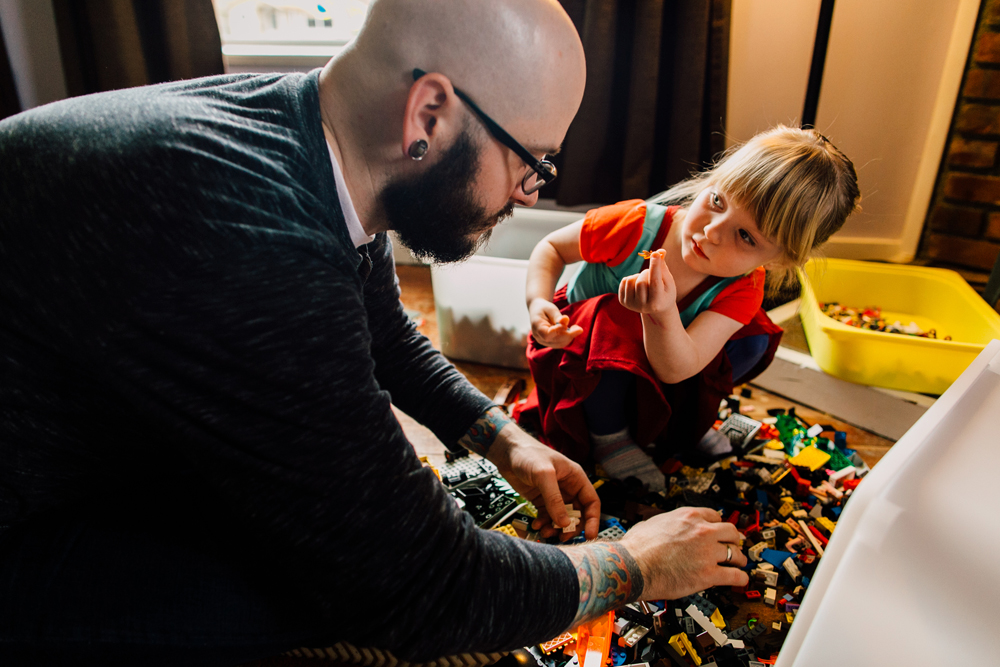 014-bellingham-lifestyle-photographer-katheryn-moran-lego-building-in-home-session.jpg