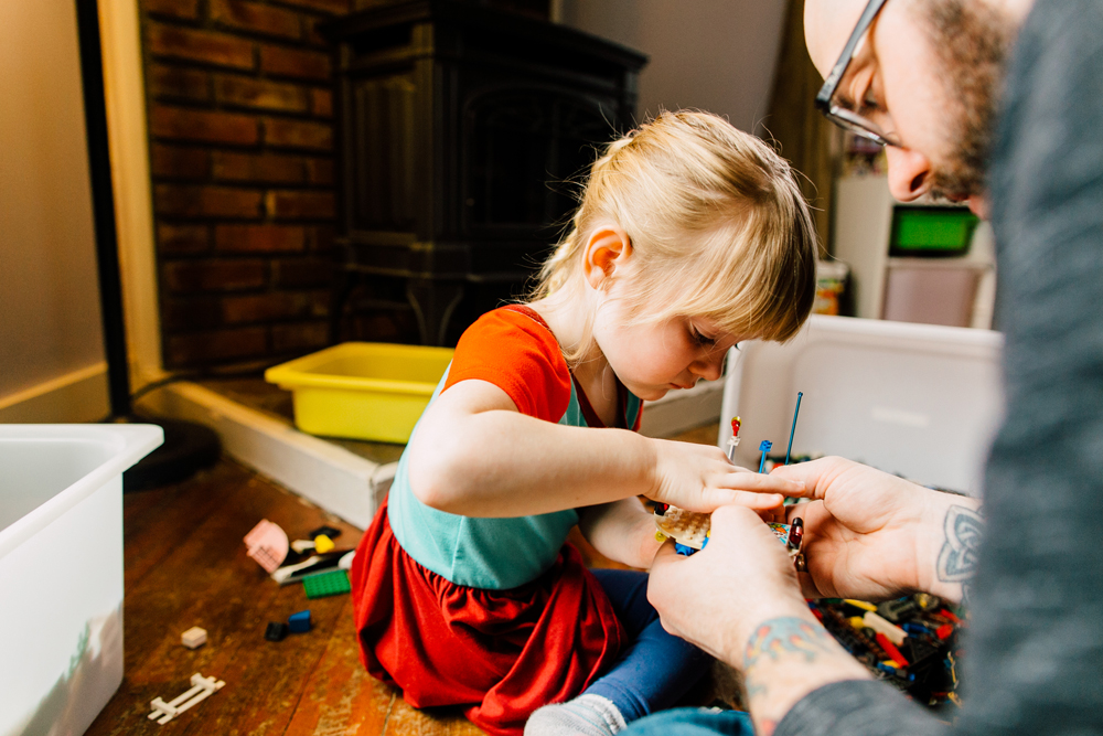 019-bellingham-lifestyle-photographer-katheryn-moran-lego-building-in-home-session.jpg
