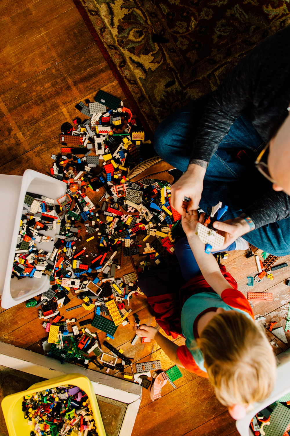 017-bellingham-lifestyle-photographer-katheryn-moran-lego-building-in-home-session.jpg