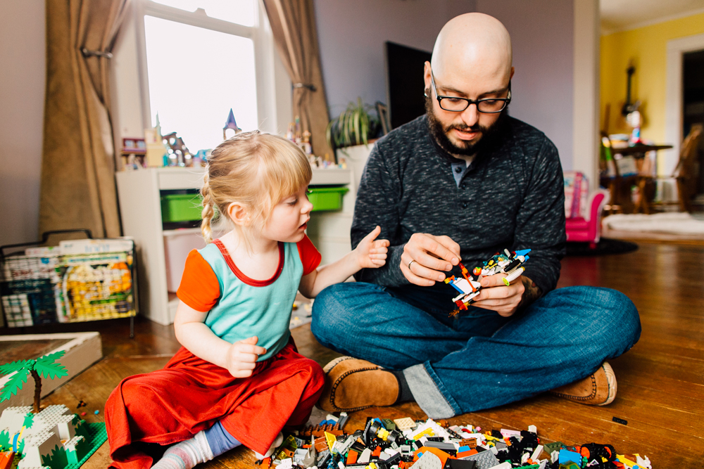 021-bellingham-lifestyle-photographer-katheryn-moran-lego-building-in-home-session.jpg