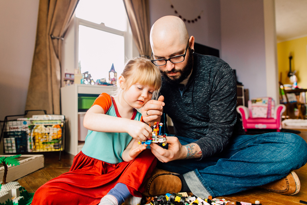 022-bellingham-lifestyle-photographer-katheryn-moran-lego-building-in-home-session.jpg