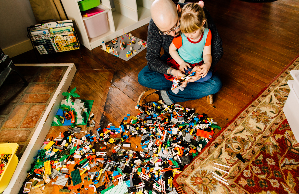025-bellingham-lifestyle-photographer-katheryn-moran-lego-building-in-home-session.jpg