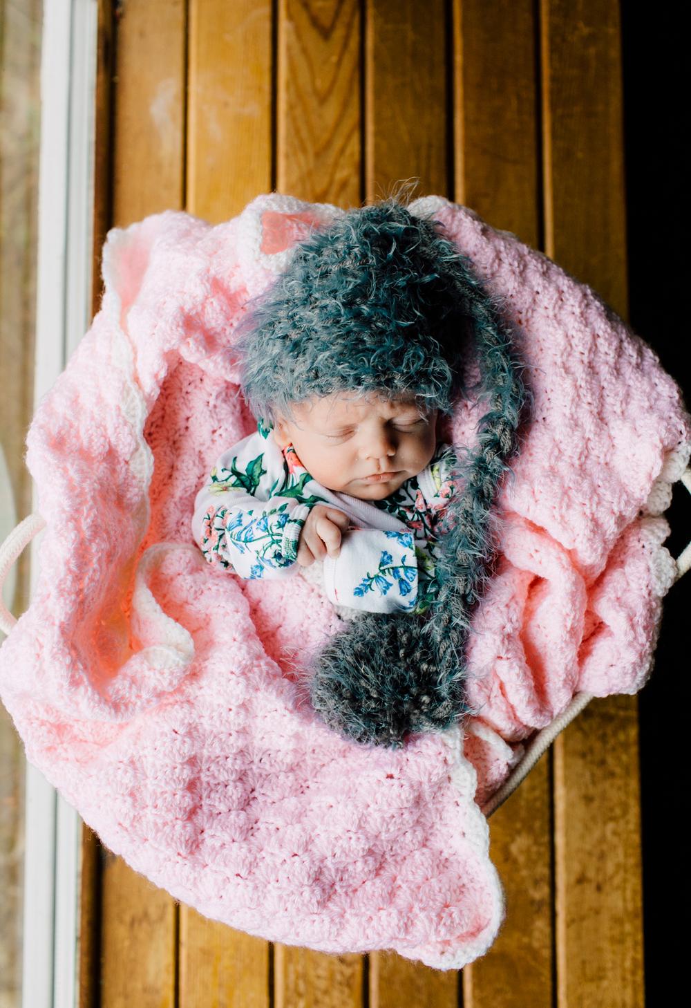 003-bellingham-newborn-photographer-katheryn-moran-lifestyle-cora.jpg