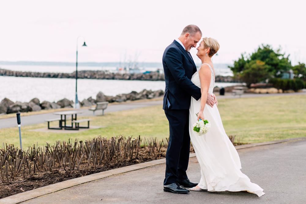 018-bellingham-wedding-photographer-bellwether-squalicum-boathouse-katheryn-moran-2017.jpg