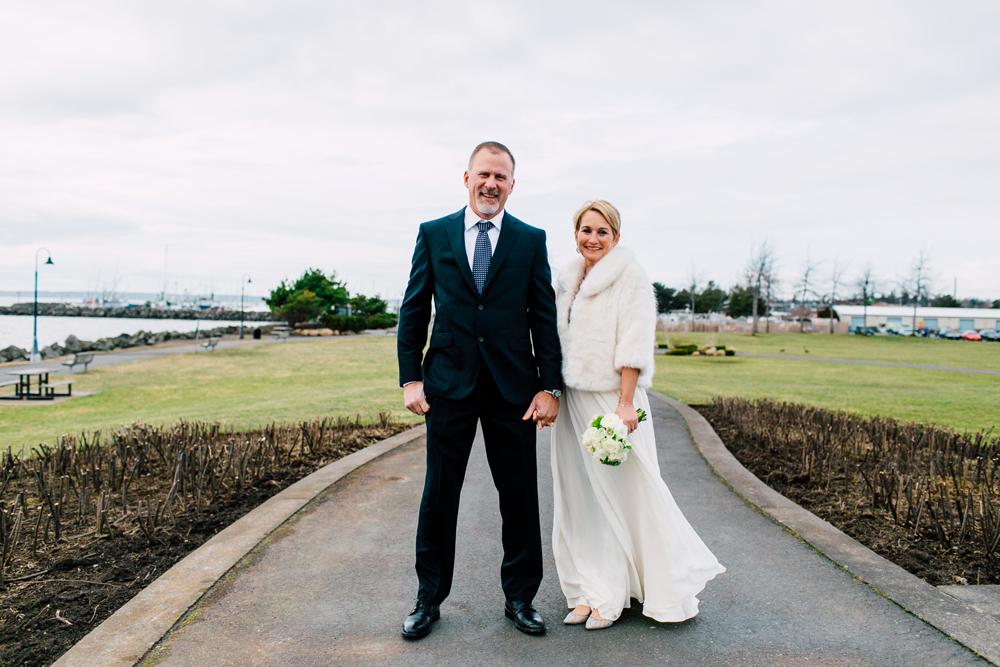 021-bellingham-wedding-photographer-bellwether-squalicum-boathouse-katheryn-moran-2017.jpg