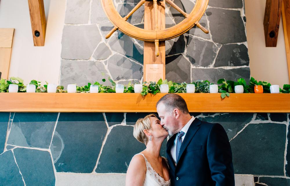 030-bellingham-wedding-photographer-bellwether-squalicum-boathouse-katheryn-moran-2017.jpg