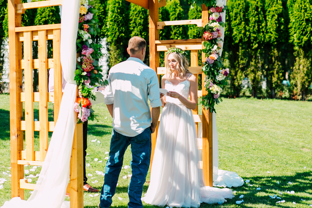 051-bellingham-wedding-photographer-katheryn-moran-backyard-wedding-ashley-kevin-2017.jpg