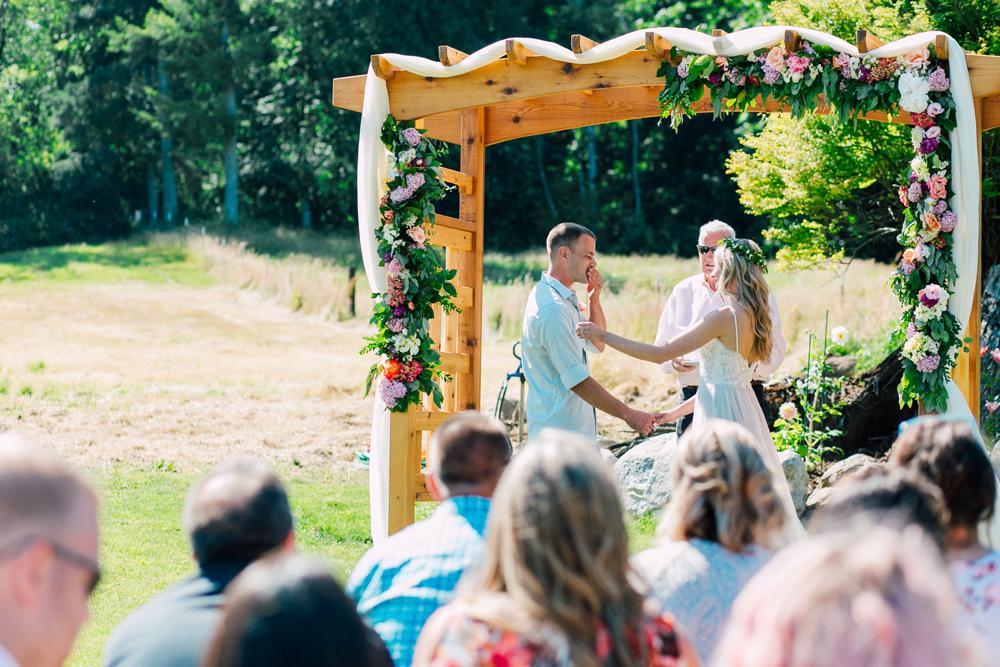050-bellingham-wedding-photographer-katheryn-moran-backyard-wedding-ashley-kevin-2017.jpg