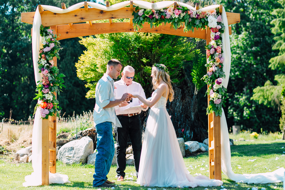053-bellingham-wedding-photographer-katheryn-moran-backyard-wedding-ashley-kevin-2017.jpg