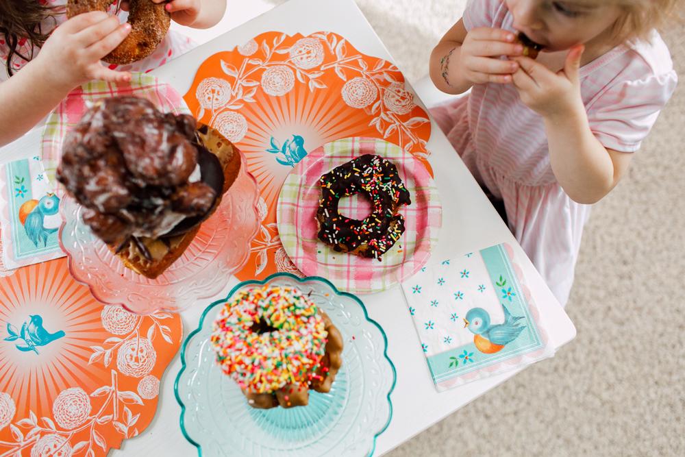 018-bellingham-family-lifestyle-photographer-katheryn-moran-donut-shop-ludke.jpg