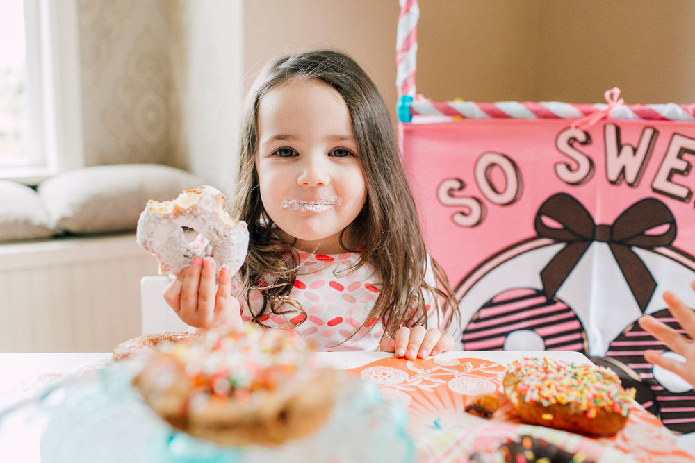 024-bellingham-family-lifestyle-photographer-katheryn-moran-donut-shop-ludke.jpg