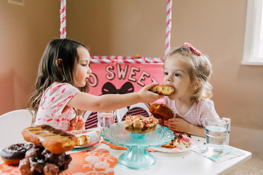 025-bellingham-family-lifestyle-photographer-katheryn-moran-donut-shop-ludke.jpg