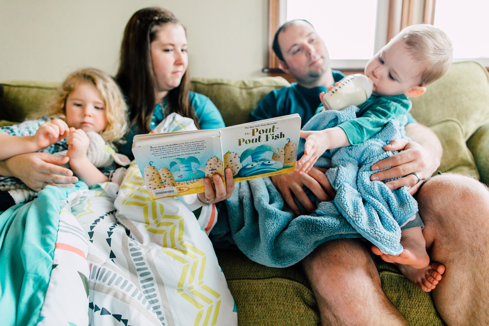 020-bellingham-family-lifestyle-photographer-katheryn-moran-fort-building-pillow-fight-lewis.jpg