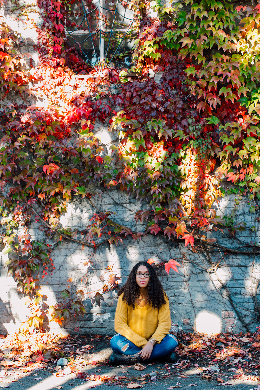 001-bellingham-senior-photographer-katheryn-moran-downtown-bellingham-bird-alley-adeah-2018.jpg