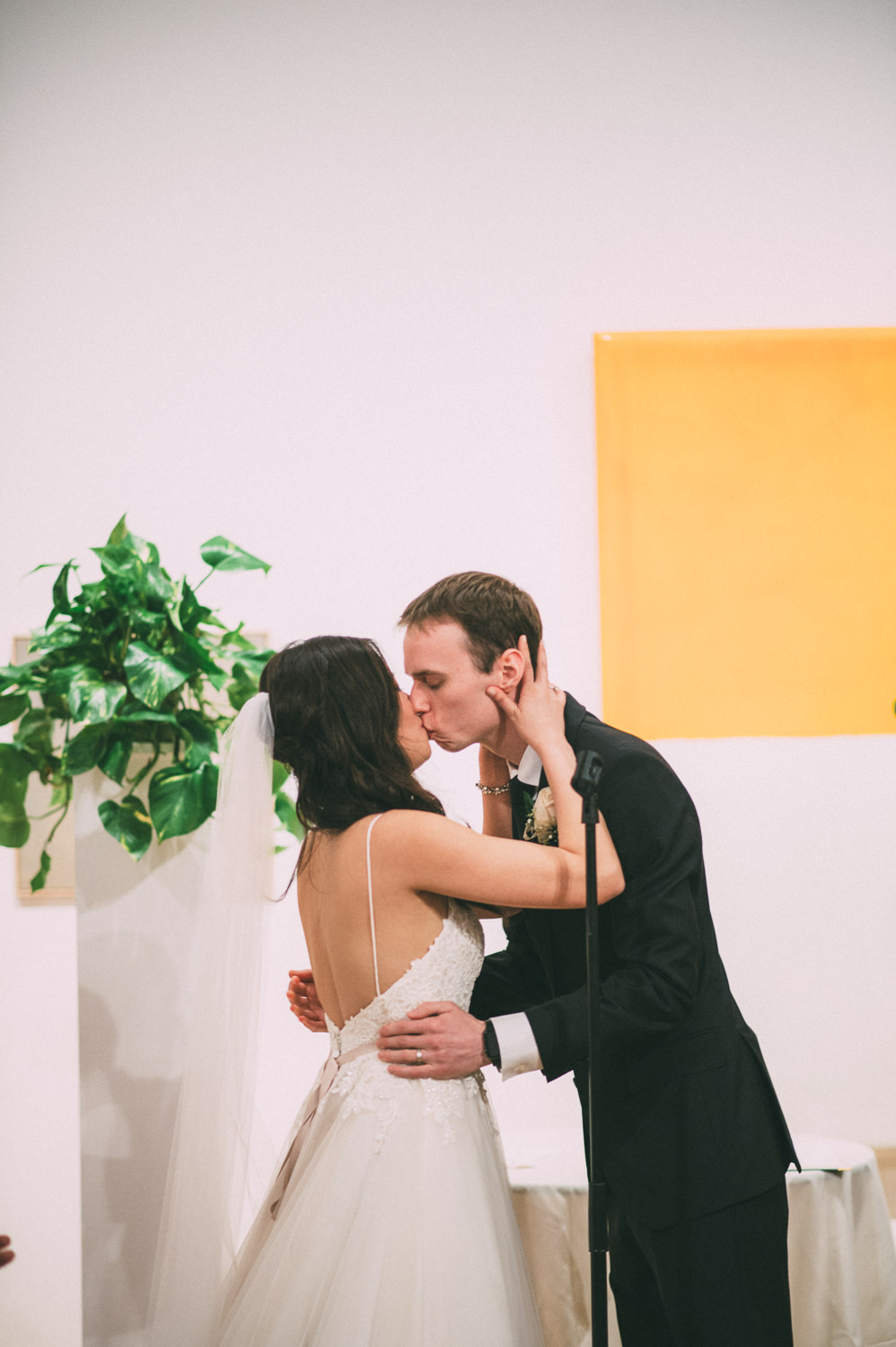 LagunaBeachArtMuseumWedding_by_TheImageIsFound.com_0099.jpg