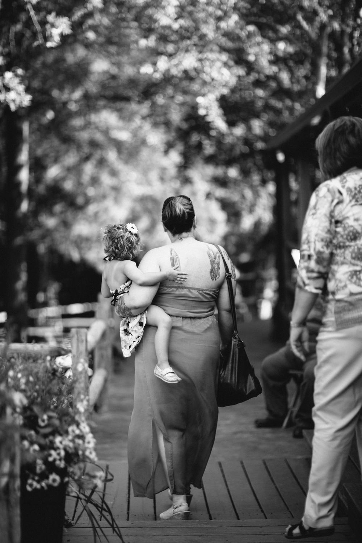 Elisabeth+Todd (2014-07-05)-Neal Dieker Photography-71.jpg