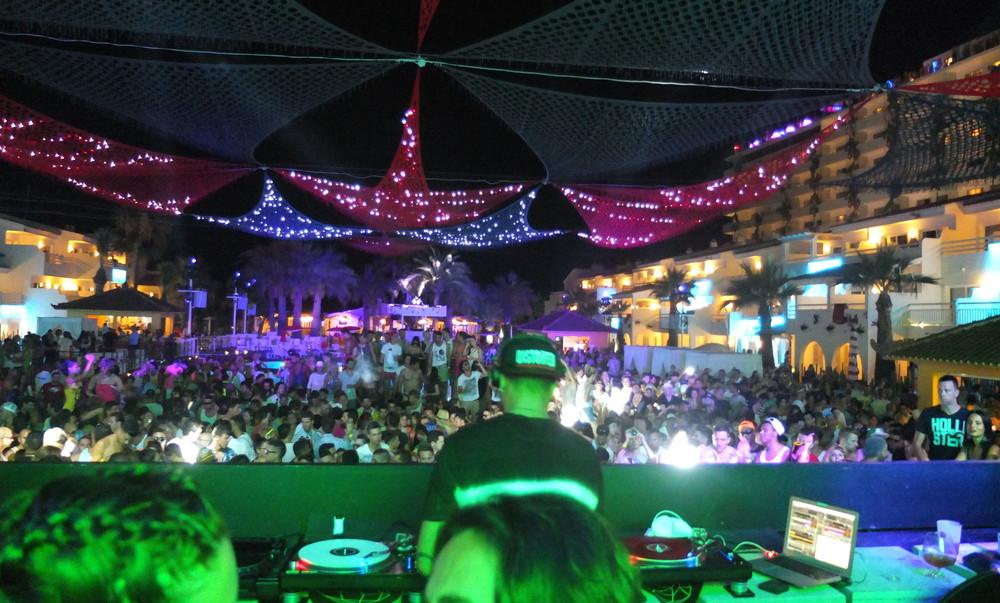 One Line Ascii Art Beach : Ibiza guide hours in part — vox