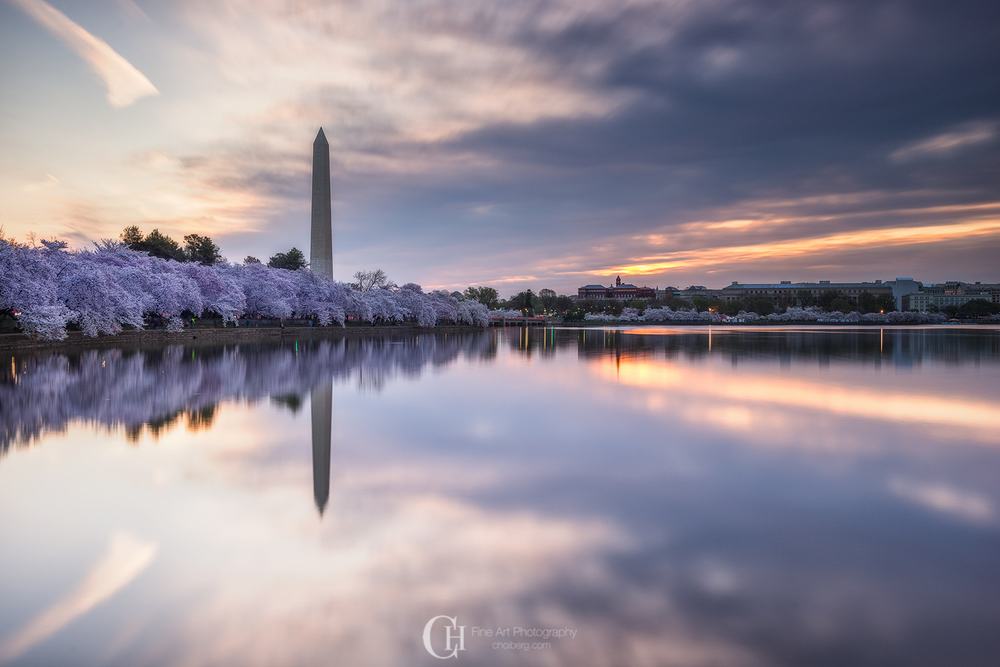 Perfect reflections during a short lasting sunrise at Washington Memorial