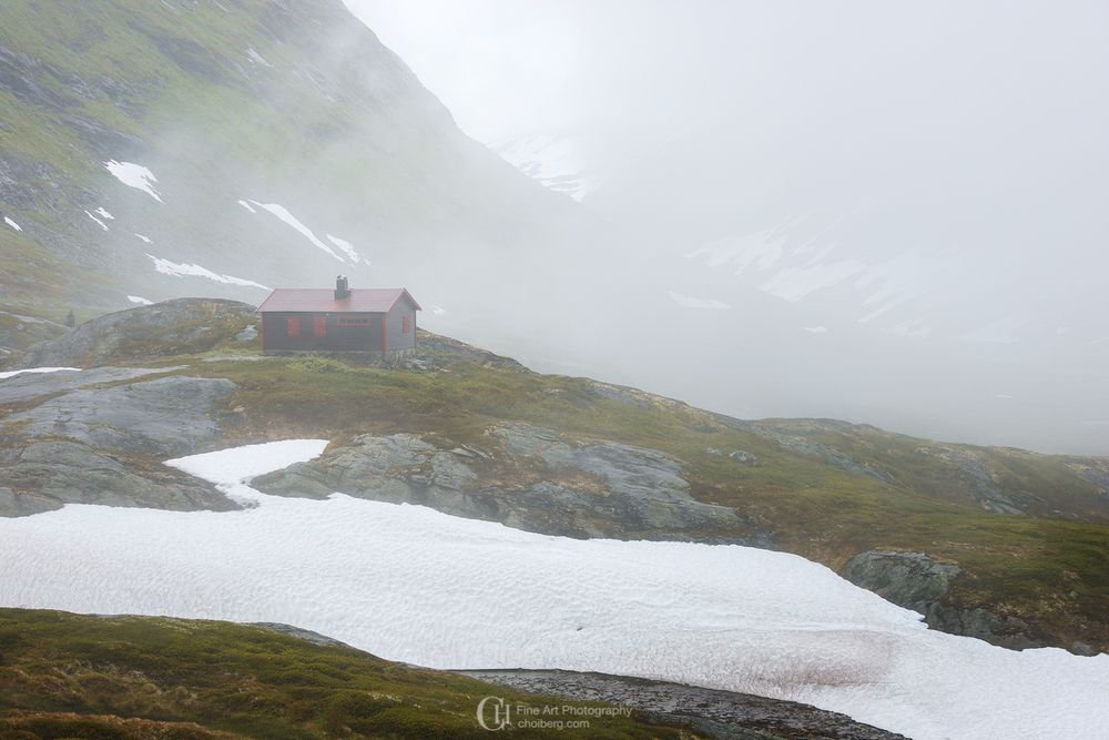 a cosy cabin close to trollstigen - Yes this is taken in late july!