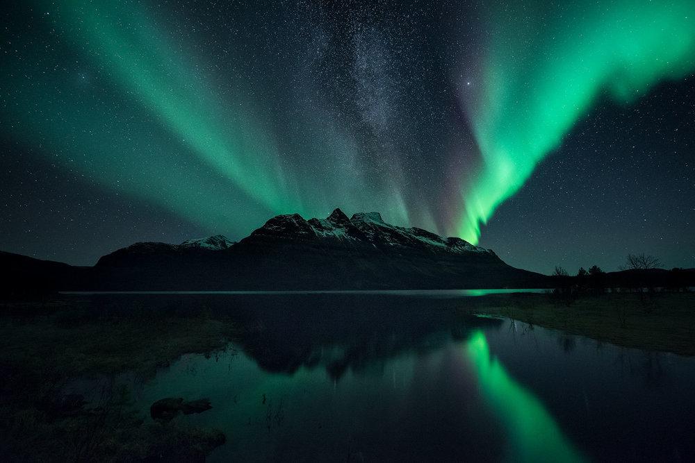 Skoddebergsvatnet-Aurora-Milky-Way.jpg