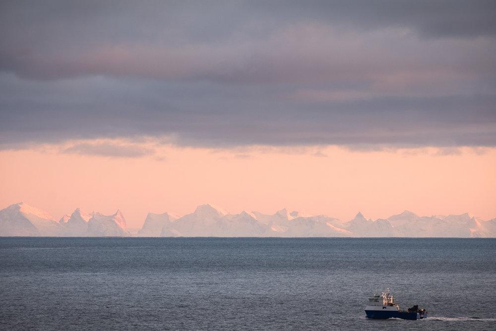Lofoten-sunset-boat.jpg
